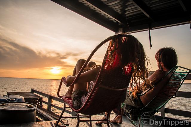 Descendo O Rio Amazonas De Balsa